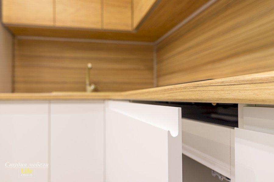 Белый кухонный гарнитур-Кухня МДФ в эмали «Модель 556»-фото10