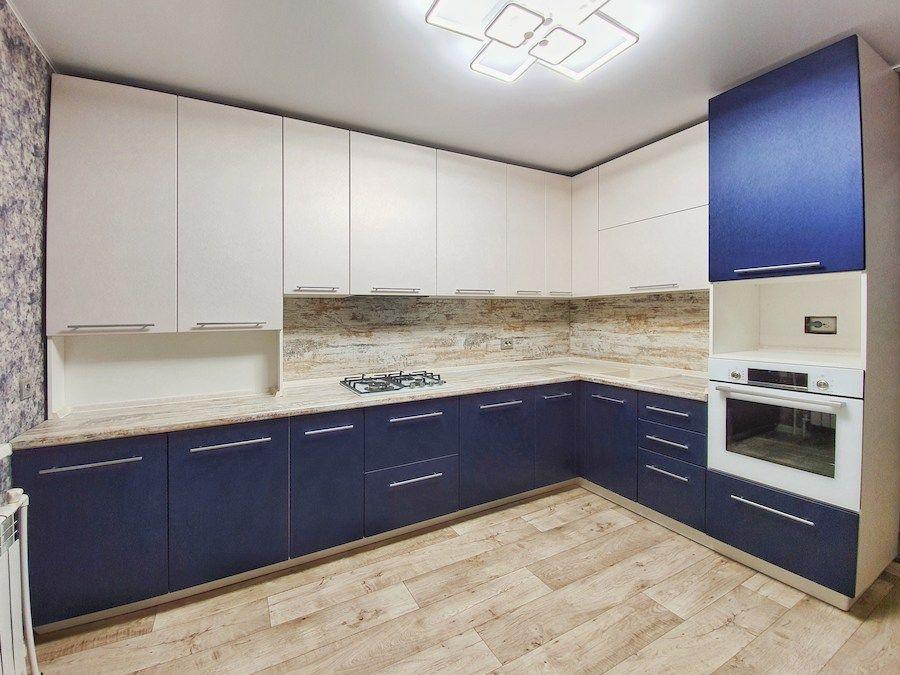 Белый кухонный гарнитур-Кухня МДФ в ПВХ «Модель 555»-фото1